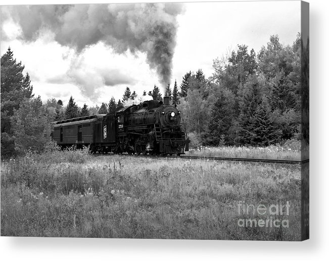 Train Acrylic Print featuring the photograph Soo Line No 2719 by Fred Lassmann