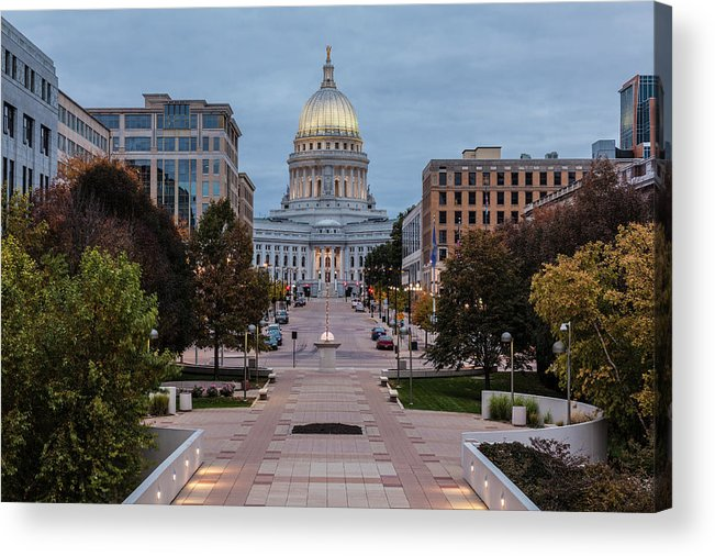 Land Vehicle Acrylic Print featuring the photograph Wisconsin State Capitol Building by Kenneth C. Zirkel