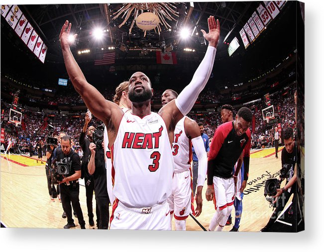 Crowd Acrylic Print featuring the photograph Dwyane Wade by Issac Baldizon