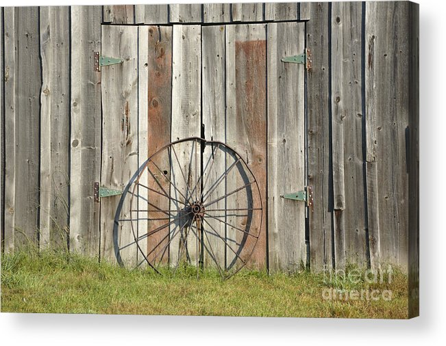 Wagon Acrylic Print featuring the photograph Wagon wheel - Londonderry New Hampshire by Erin Paul Donovan