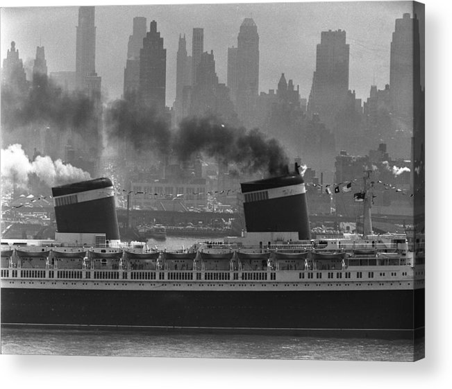 1950-1959 Acrylic Print featuring the photograph S.s. United States Sailing In New York by Andreas Feininger