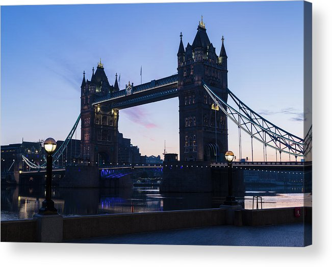 English Culture Acrylic Print featuring the photograph Tower Of London At Dawn by P A Thompson