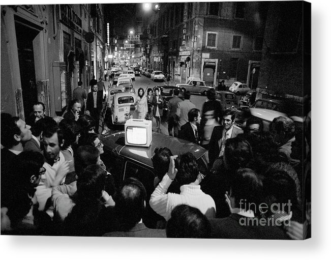 Crowd Of People Acrylic Print featuring the photograph Crowd Watching Election Results On Tv by Bettmann