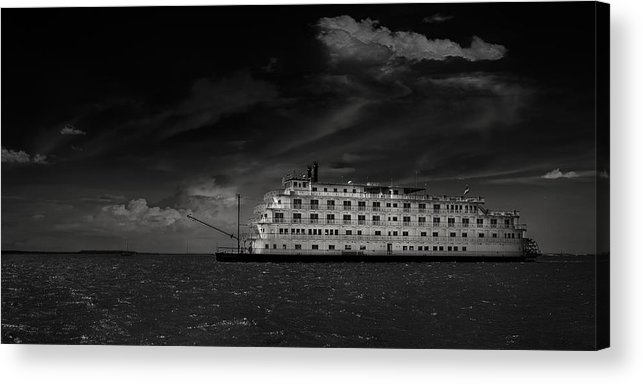 B&w Acrylic Print featuring the photograph Queen Of The Mississippi by Mario Celzner
