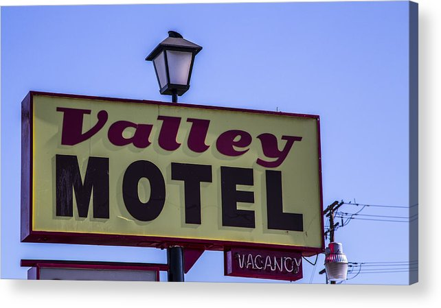 Route 66 Acrylic Print featuring the photograph Valley Motel by Angus Hooper Iii