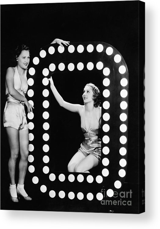 Looking Away Acrylic Print featuring the photograph Two Young Women Posing With The Letter O by Everett Collection