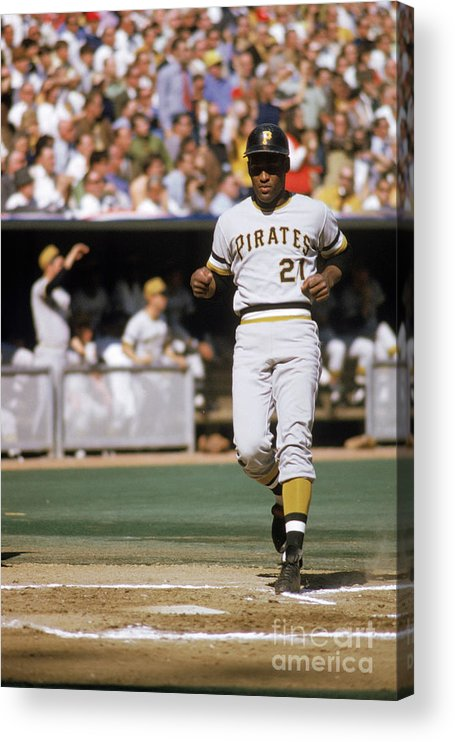 Scoring Acrylic Print featuring the photograph Roberto Clemente by Mlb Photos