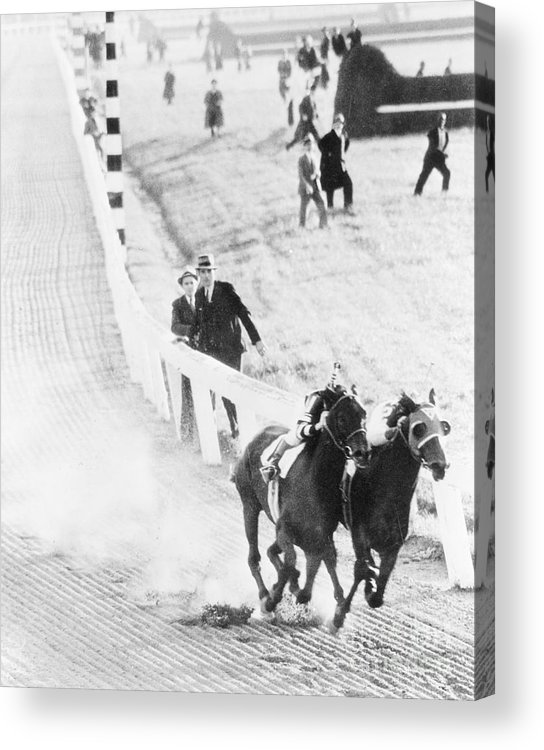 People Acrylic Print featuring the photograph Seabiscuit And War Admiral Racing by Bettmann