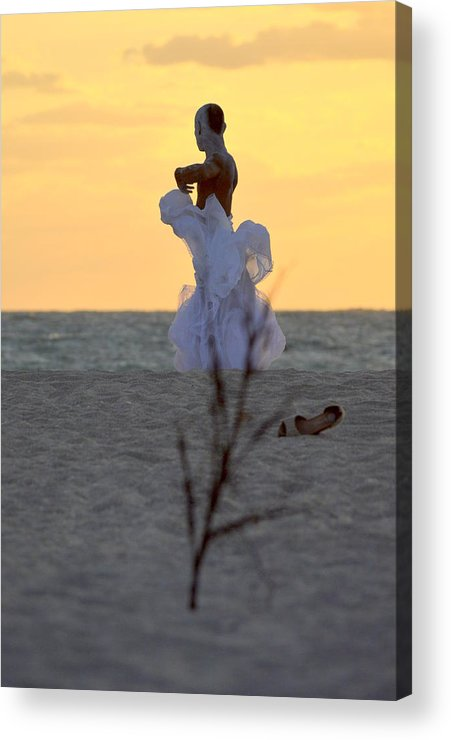 Acrylic Print featuring the photograph Lirio by Lenin Caraballo