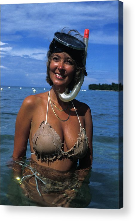 Woman Acrylic Print featuring the photograph Snorkler Beauty by Carl Purcell