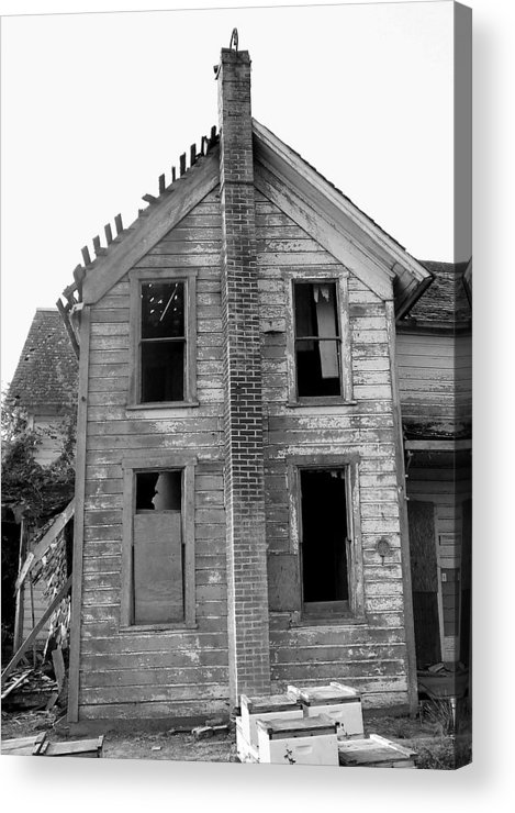 Abandoned Acrylic Print featuring the photograph The Leisy House by Everett Bowers