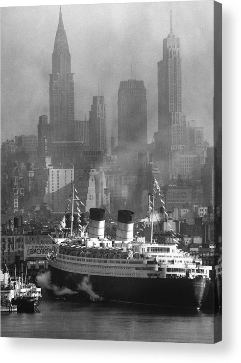 Timeincown Acrylic Print featuring the photograph Ocean Liner Queen Elizabeth Sailing In by Andreas Feininger