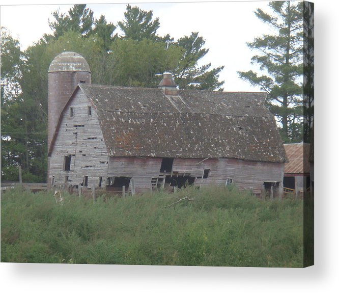 Barn Acrylic Print featuring the photograph Deserted Barn by Bonfire Photography