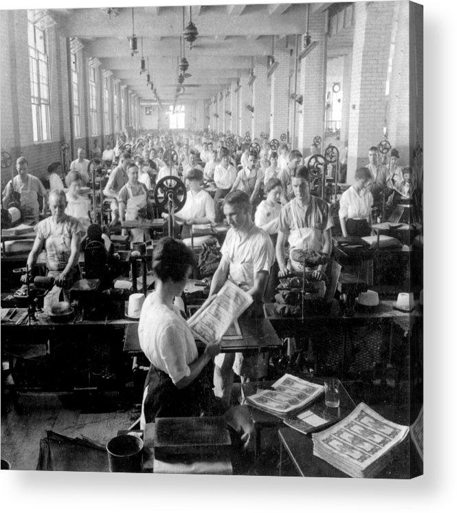 washington Dc Acrylic Print featuring the photograph Making Money At The Bureau Of Printing And Engraving - Washington Dc - C 1916 by International Images