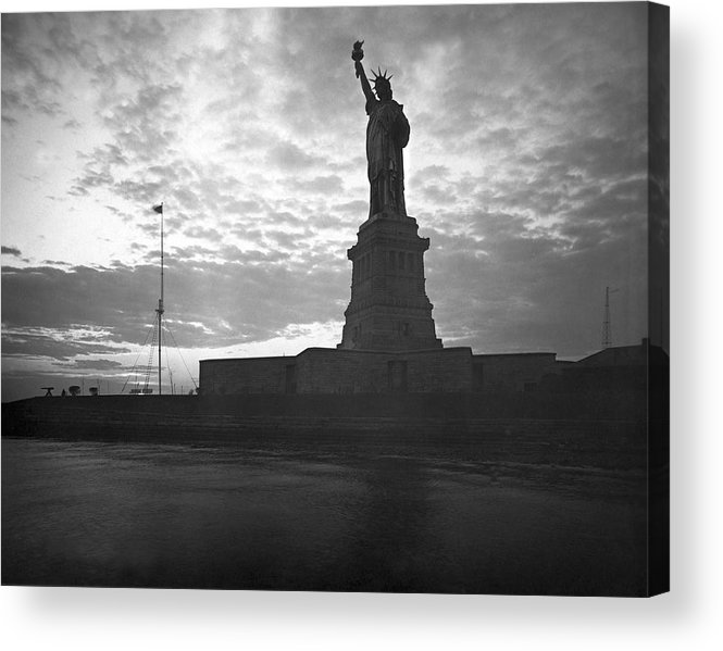 1910's Acrylic Print featuring the photograph Statue Of Liberty At Sunset by Underwood Archives