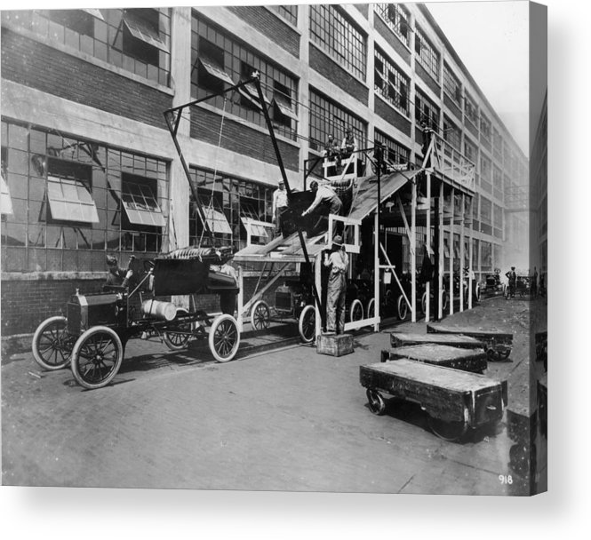 1910-1919 Acrylic Print featuring the photograph Mass Production by Hulton Archive