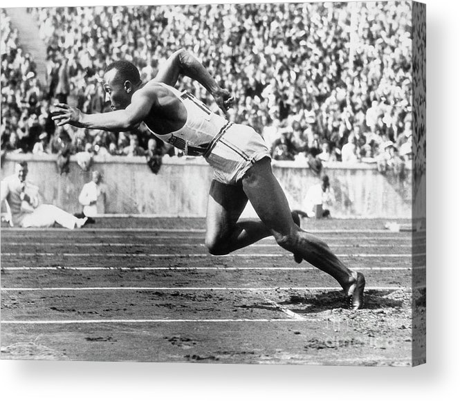 People Acrylic Print featuring the photograph Jesse Owens At Start Of Race by Bettmann
