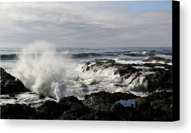 Cape Perpetua Canvas Print featuring the photograph Crashing Waves At Cape Perpetua by Athena Mckinzie