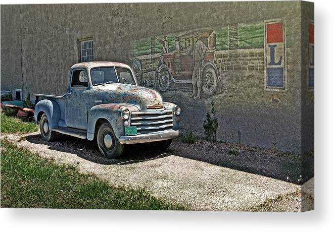 Lincoln Highway Canvas Print featuring the photograph Lincoln Highway by John Anderson