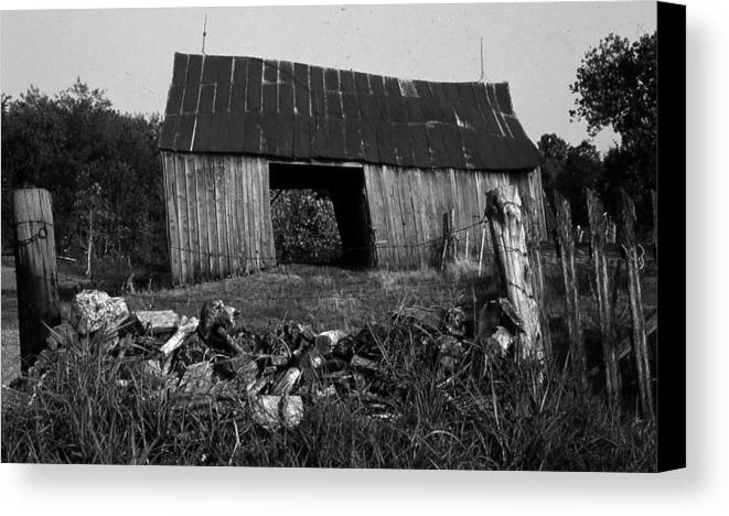 Vintage Canvas Print featuring the photograph Lloyd-shanks-barn-4 by Curtis J Neeley Jr