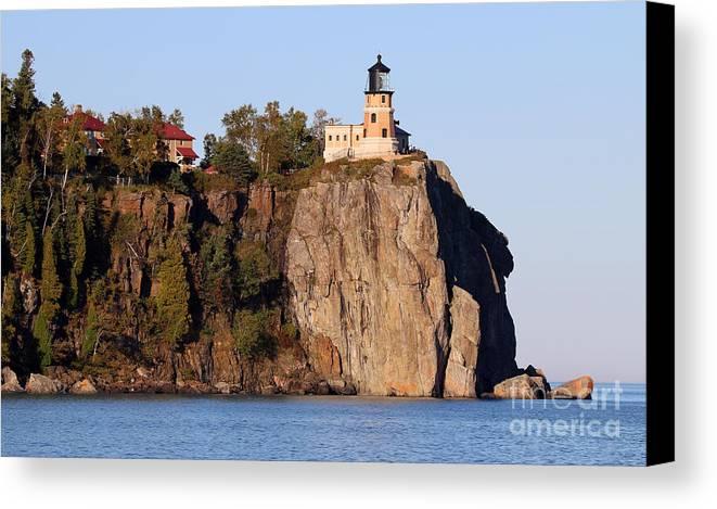 Split Rock Lighthouse Canvas Print featuring the photograph Split Rock Lighthouse 9321 by Jack Schultz
