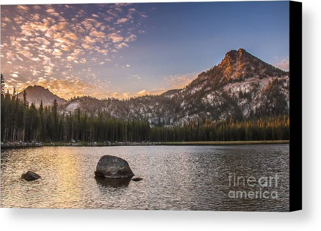 Anthony Lake Canvas Print featuring the photograph Golden Gunsight Peak by Robert Bales