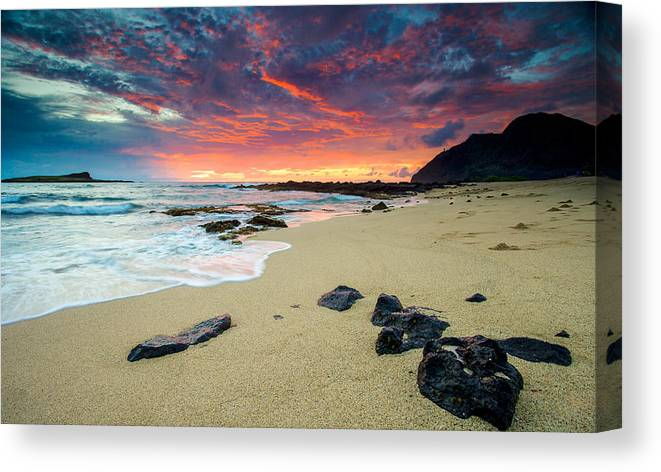 Hawaii Canvas Print featuring the photograph Looking East by Robert Aycock