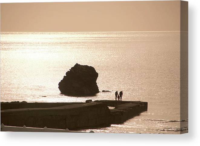 Couple Canvas Print featuring the photograph By The Sea by Phil Child