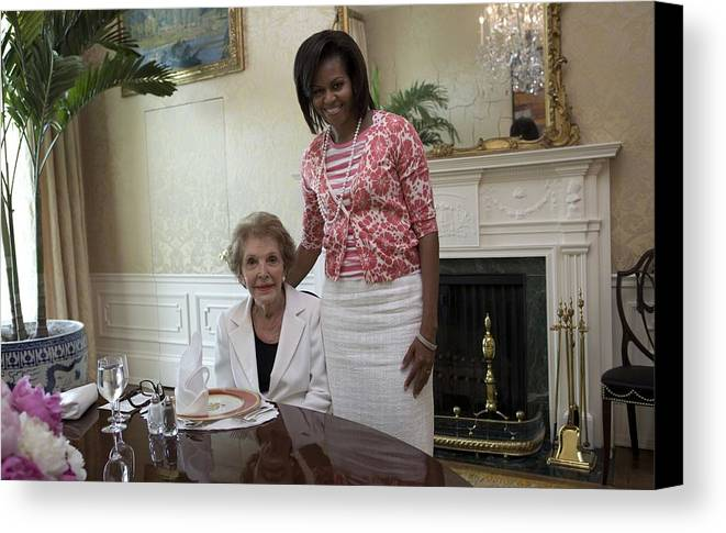 History Canvas Print featuring the photograph Michelle Obama Visits With Former First by Everett