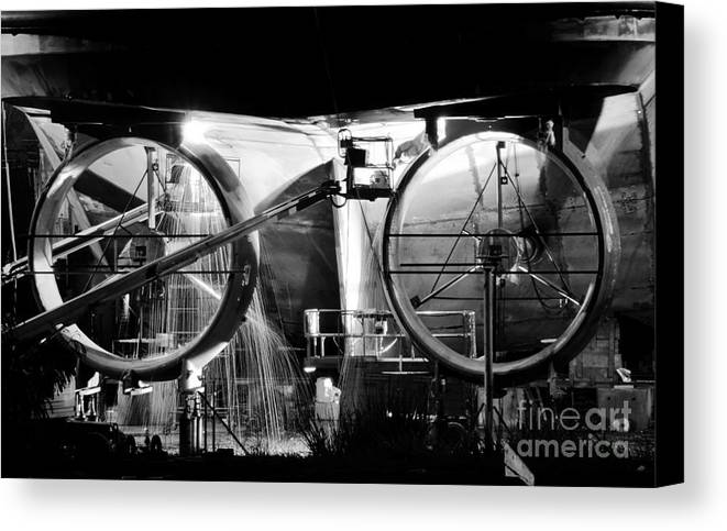 Work Canvas Print featuring the photograph Working Men by David Lee Thompson