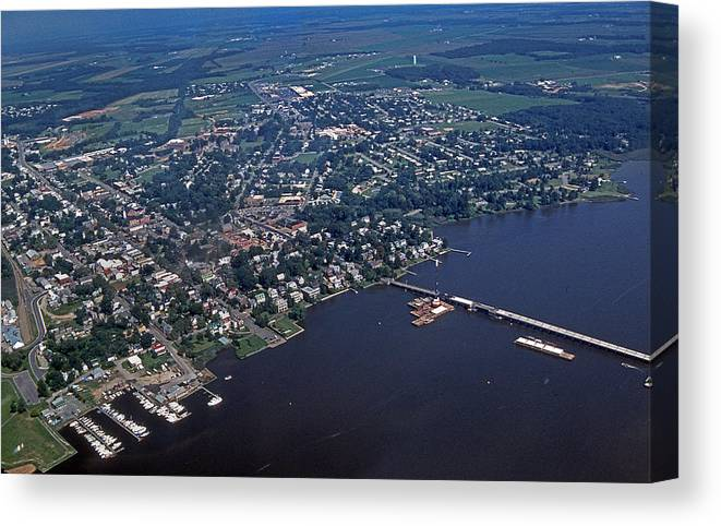 Scenic Tours Canvas Print featuring the photograph Chestertown Maryland by Skip Willits