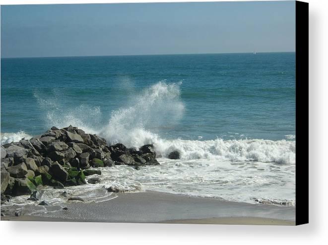 Beach Canvas Print featuring the photograph Splash by Amanda Thorpe
