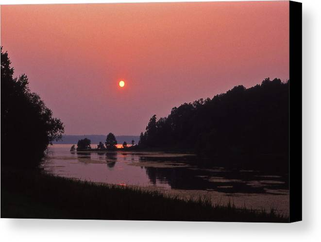 Lsnd-between-the-lakes Canvas Print featuring the photograph Land-between-the-lakes Sunset - 1 by Randy Muir