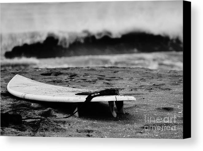 Surf Canvas Print featuring the photograph Closeout by Lynda Dawson-Youngclaus