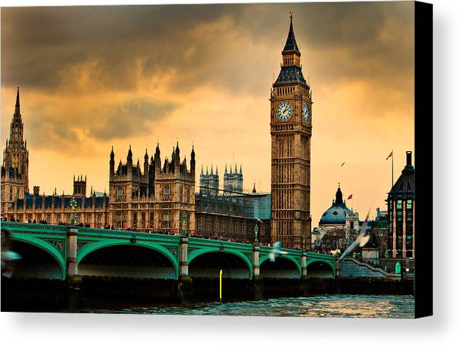 London Canvas Print featuring the photograph London - Big Ben And Parliament by Harry Neelam
