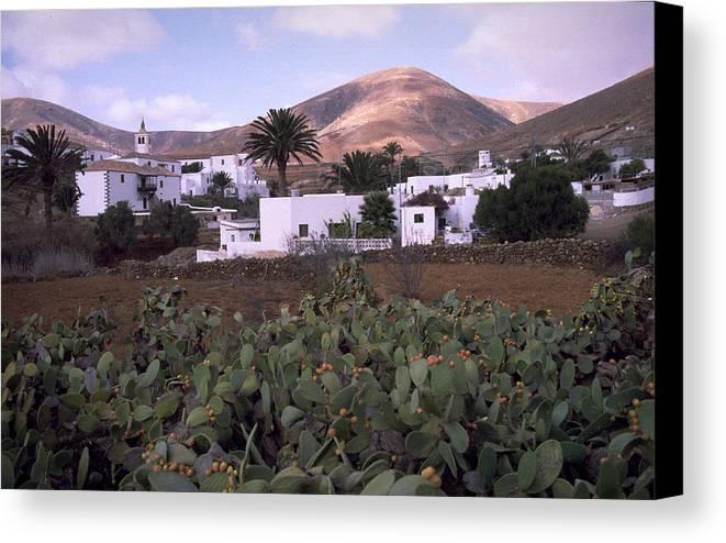 Fuerteventura Canvas Print featuring the photograph Fuerteventura Iv by Flavia Westerwelle