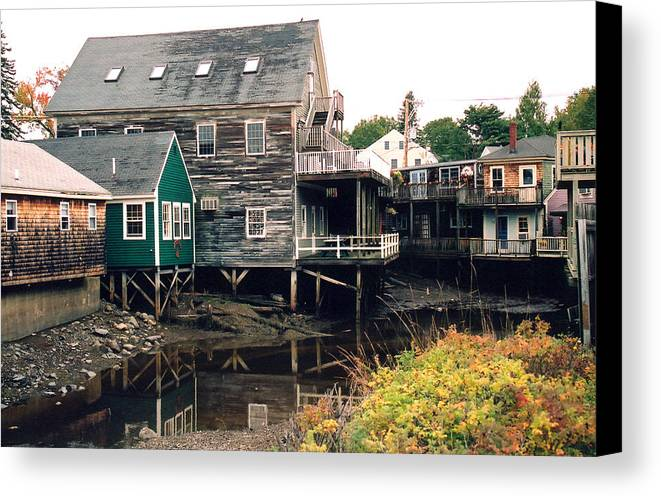 Landscape Canvas Print featuring the photograph Kennebunkport At Low Tide by Robert Gladwin