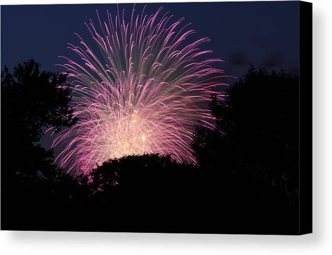 Washington Canvas Print featuring the photograph 4th Of July Fireworks - 01132 by DC Photographer