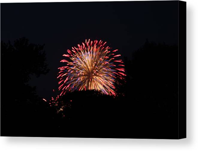 Washington Canvas Print featuring the photograph 4th Of July Fireworks - 011322 by DC Photographer