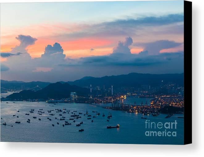 Hong Kong Canvas Print featuring the photograph Hong Kong 02 by Tom Uhlenberg