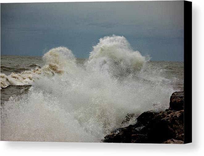 Hurricane Sandy Canvas Print featuring the photograph Hurricane Sandy's Fury 6 by Joel Rams