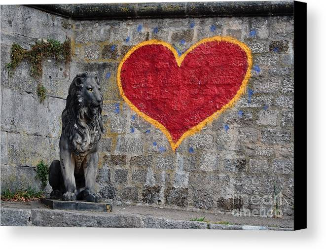 Statue Canvas Print featuring the photograph Lionheart by Thomas Marchessault