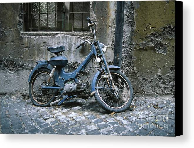 Abandoned Canvas Print featuring the photograph Motorino by Chris Selby