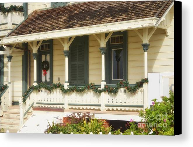 Point Fermin Lighthouse Canvas Print featuring the photograph Point Fermin Lighthouse Christmas Porch by Donna Greene