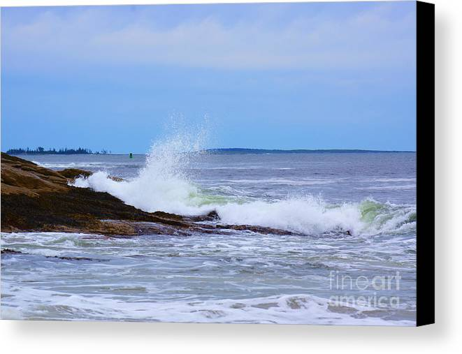 Maine Canvas Print featuring the photograph Reid Beach Wave by Kyle Neugebauer