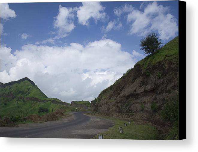 Drive Canvas Print featuring the photograph Skc 3557 Drive Up The Mountain by Sunil Kapadia