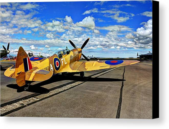 Ww11 Canvas Print featuring the photograph Spitfire by Daniel Harper