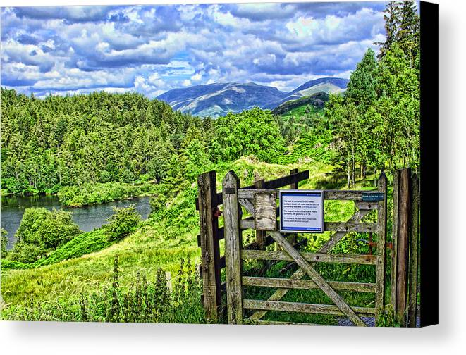 Tarn Hows Canvas Print featuring the photograph Squeaky Gate by Graham Hawcroft pixsellpix