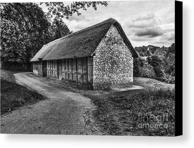 Stryd Lydan Barn Canvas Print featuring the photograph Stryd Lydan Barn Mono by Steve Purnell