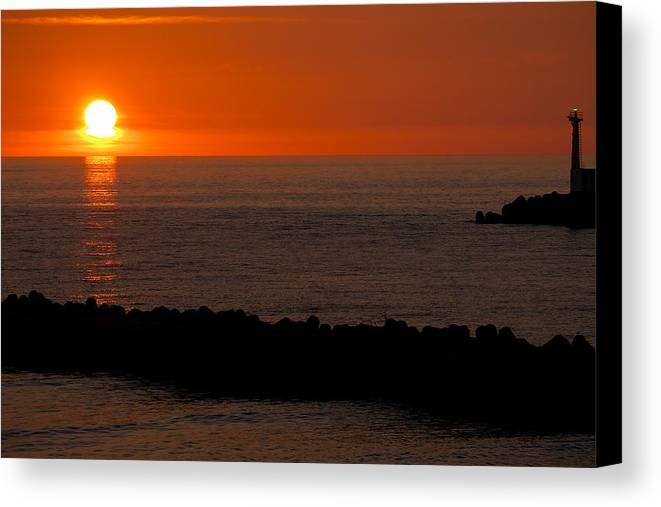 Akita Prefecture Canvas Print featuring the photograph Sunset By The Sea Of Japan by Chris Quek